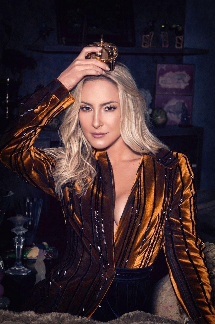 brazilian pop queen (Claudia Le - alysoncavalcante | ello