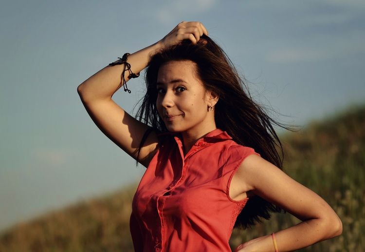 red, smile, girl, fun, kidding - kirillpanfilov | ello