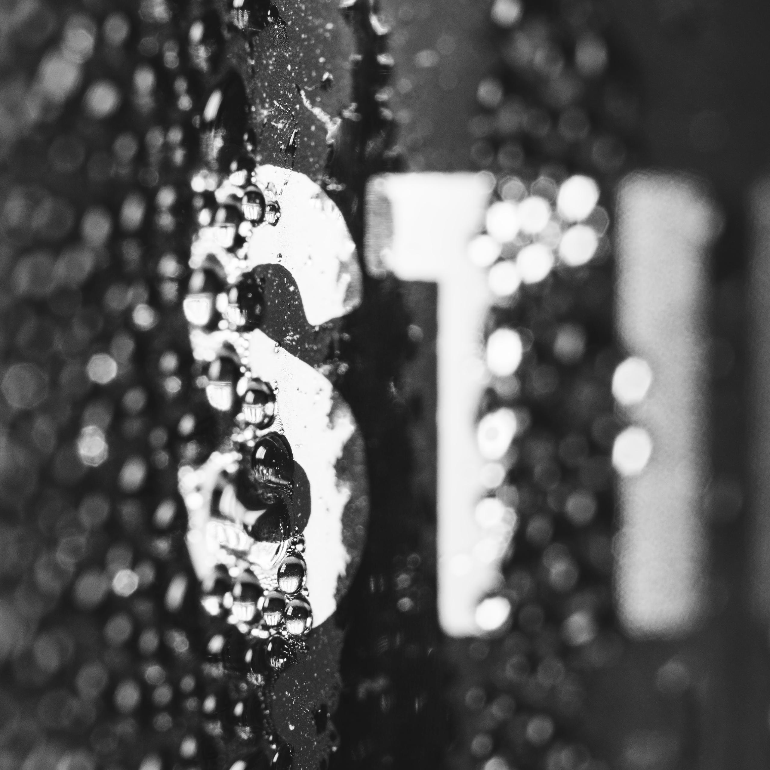 Droplets water glass bottle. hu - paddyc29   ello