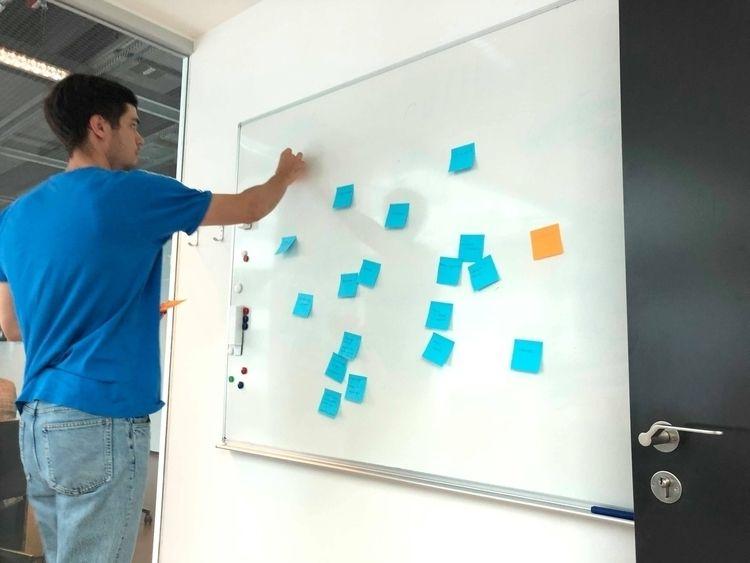 Første brainstorm på overgange  - prototyperne   ello
