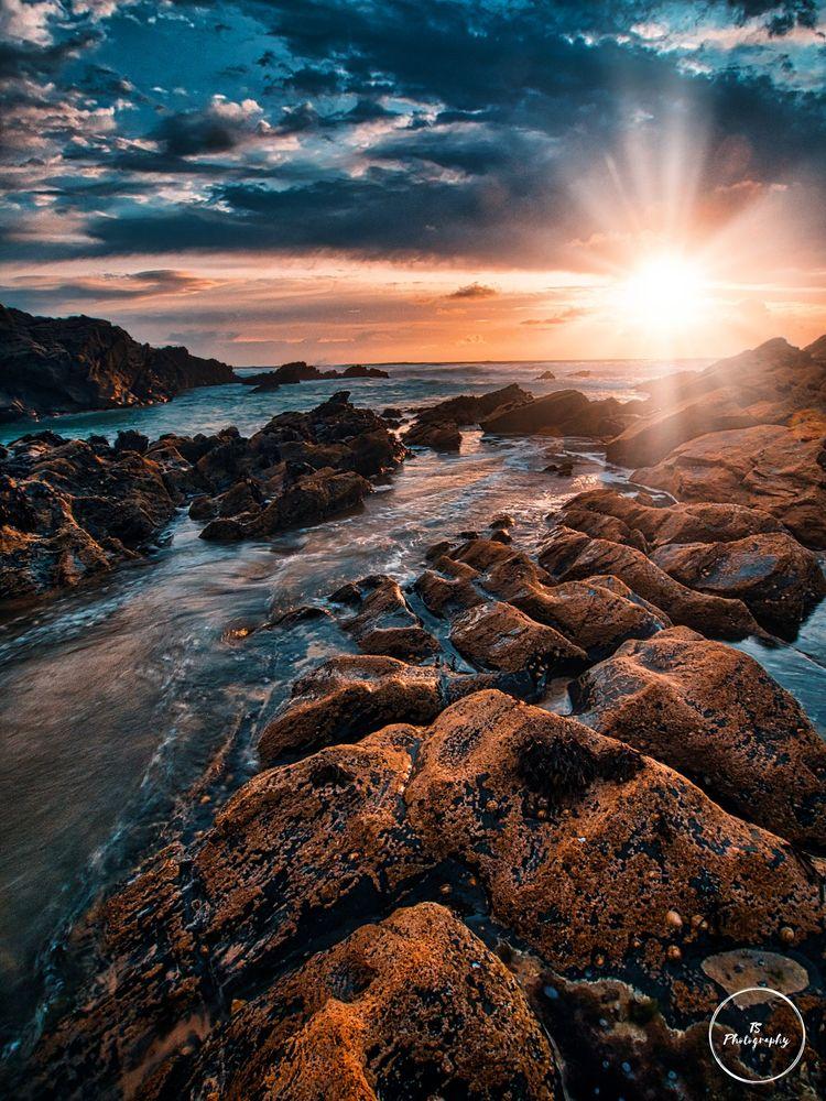 Peeking Sun, Fistral Beach, Cor - timeslip1974 | ello