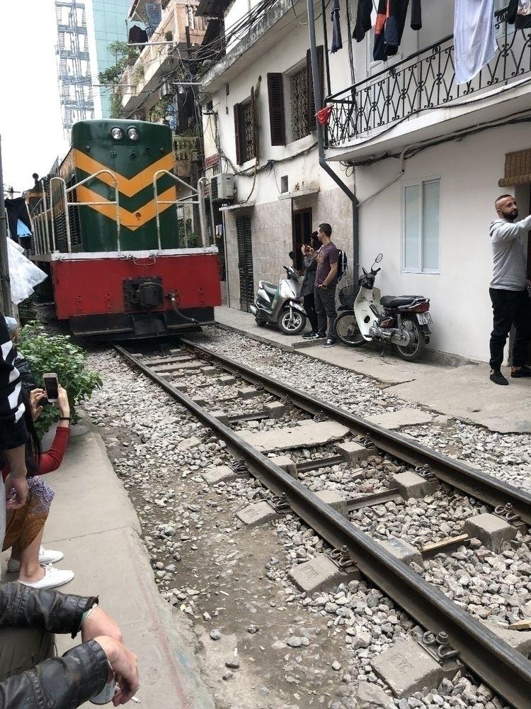 surreal train travelling middle - jpurvisturton   ello
