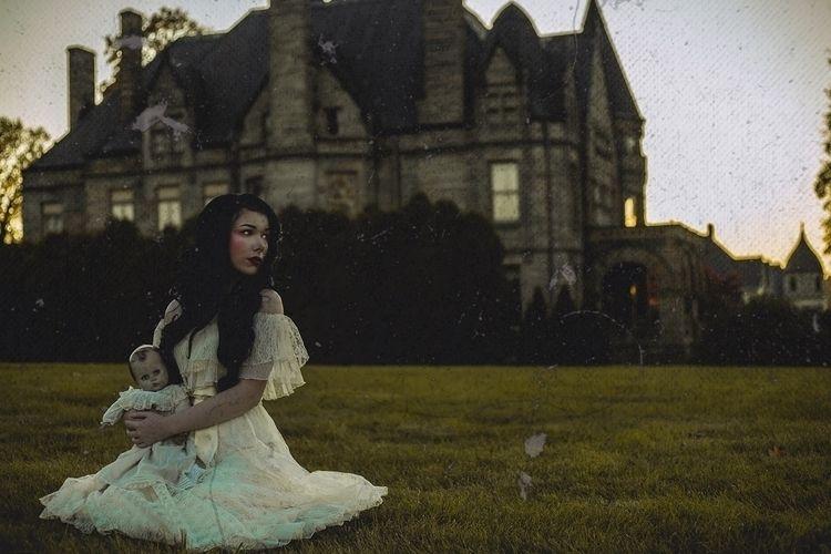Photographer/Model: Rebecca Gal - darkbeautymag | ello