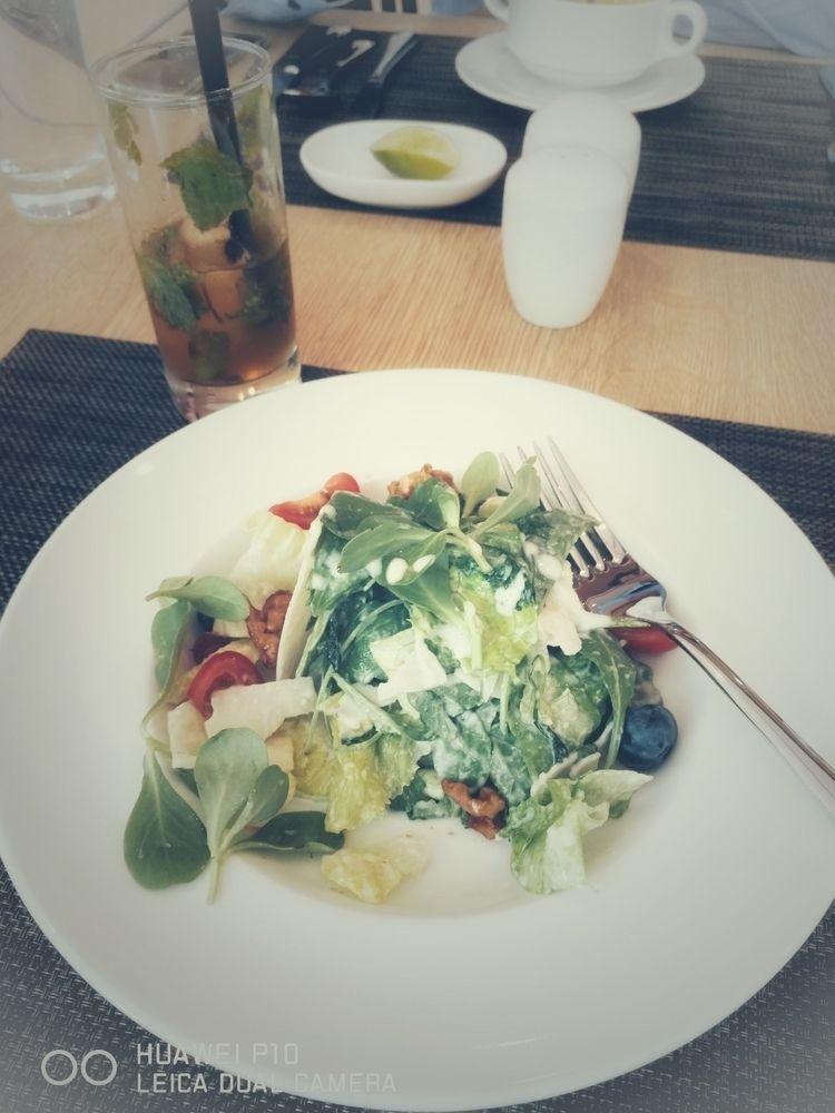 Dieting fit - salad., berries. - zarajohn | ello