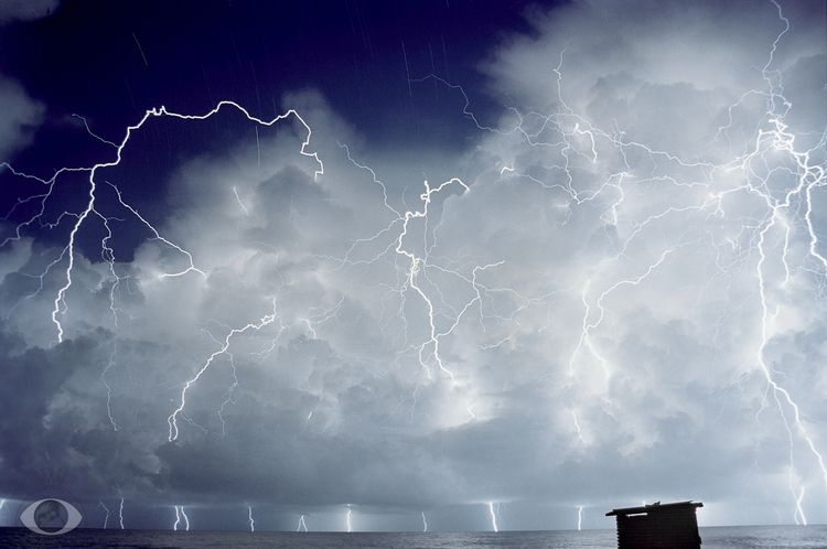 Lightning Sculpture. lot people - pentaxke | ello