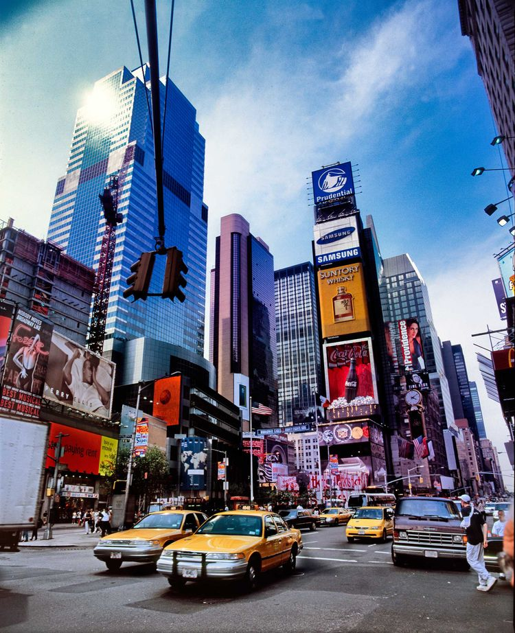 Times Square real traffic peopl - christofkessemeier | ello