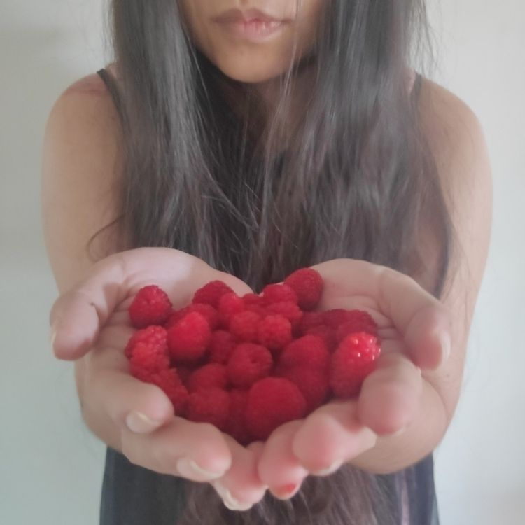 Raspberry Girl - mothseason   ello