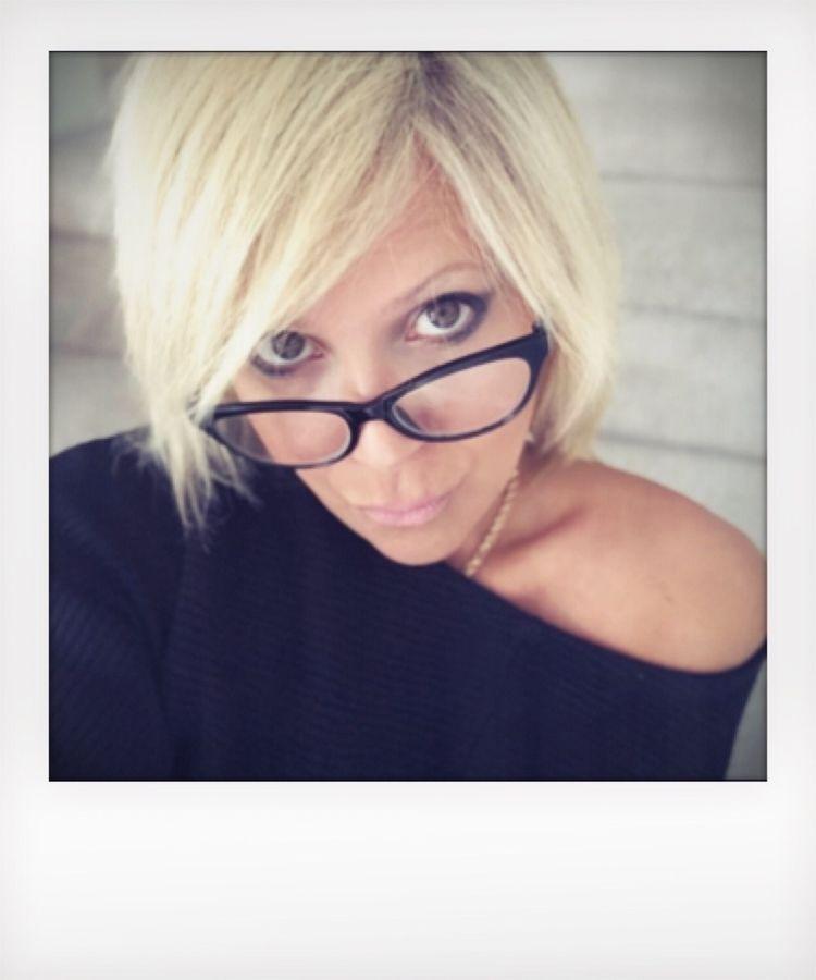 Finding secret - ellothere, glasses - ellephoto | ello