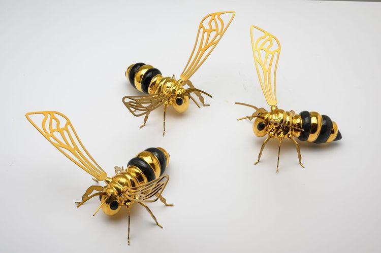 GOLD BLACK BEE Ceramic sculptur - artmood | ello