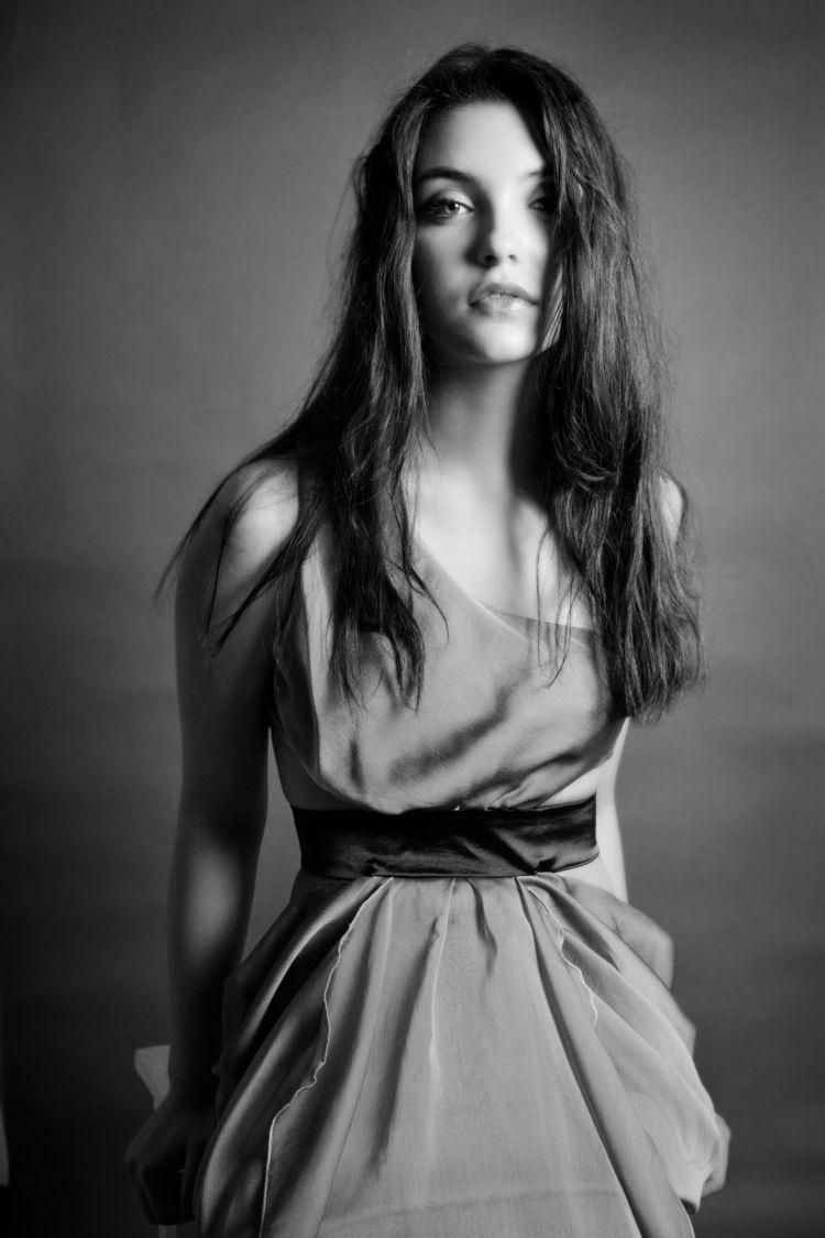 Andrea, agence ema - portrait, people - studiophotophoremtl | ello