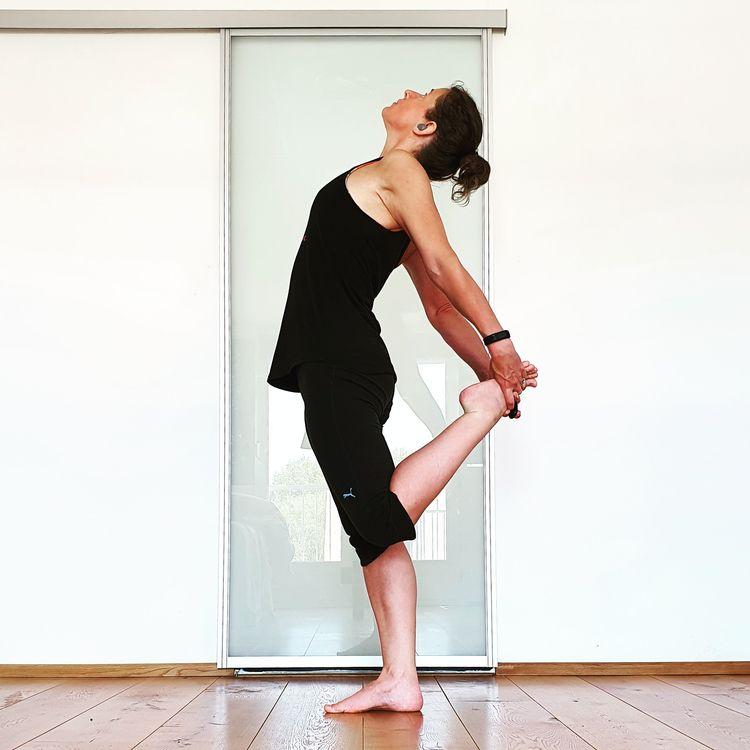 yoga, yogi, yogini, yogapose - lisevn | ello