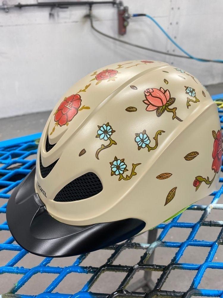 Helmet painted mom - illustration - jbnda | ello