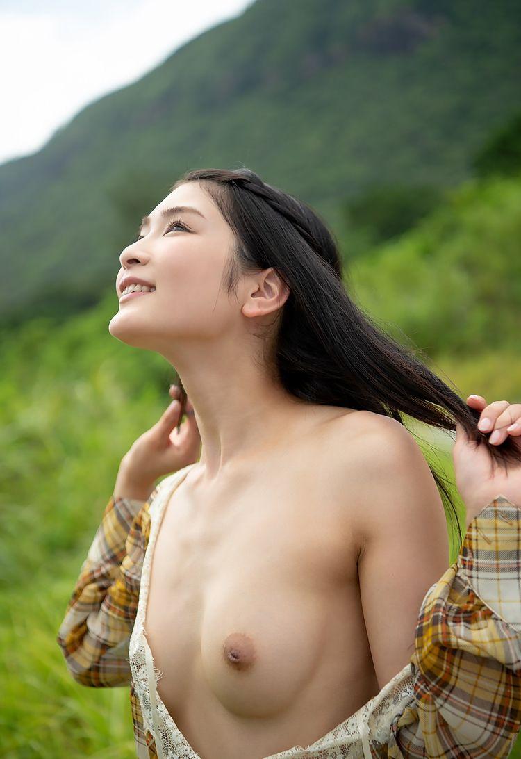 真夏のヌード - ハダカJapan, 本庄鈴 - ahadaka | ello