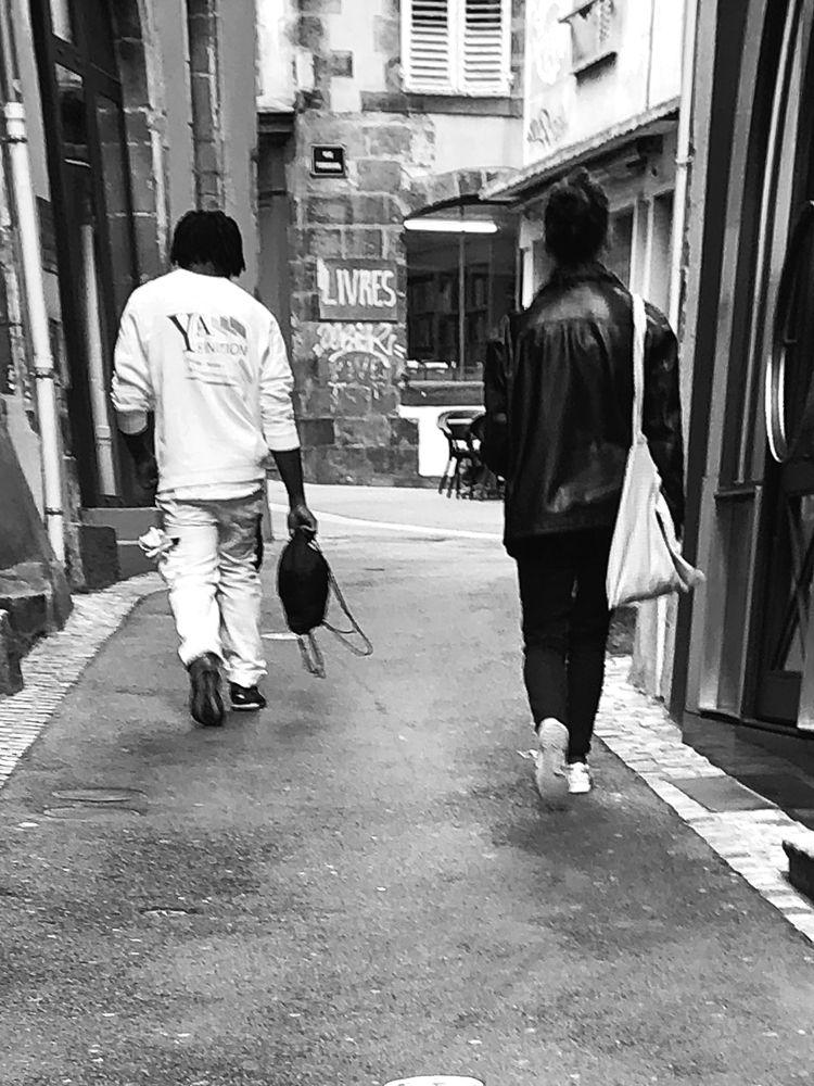 walking talking Man - streetphotography - jo-her | ello