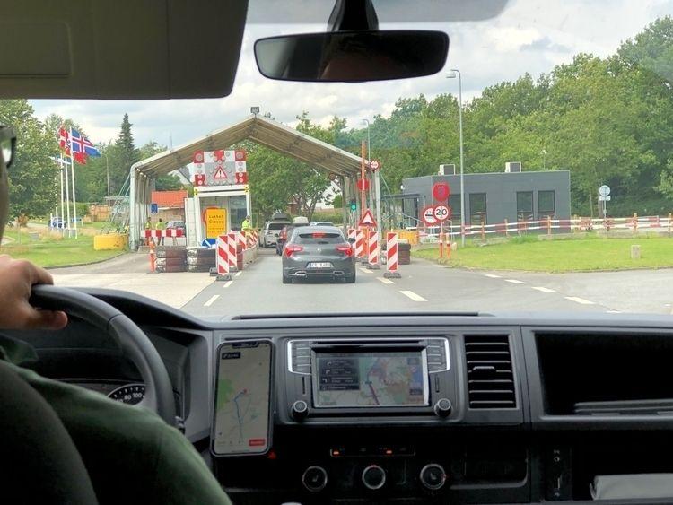 Corona border control EU. Remin - zwischen-zeit | ello