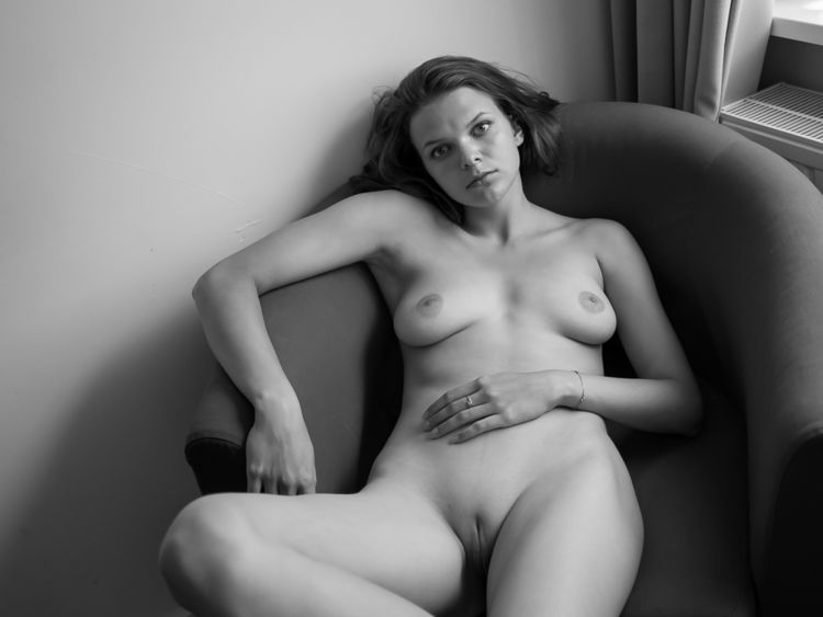 Ella Grin hotel room Haarlem - beauty - newcracksinthewall | ello