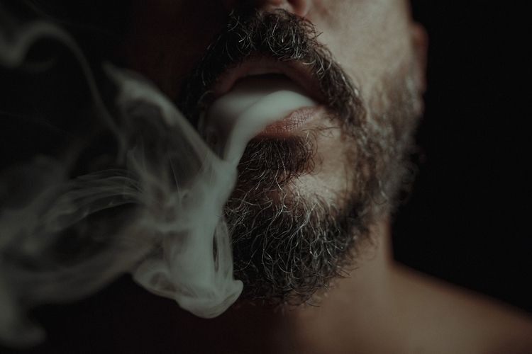 Smoke // Feito Fumaça da vez e - caiobraga | ello