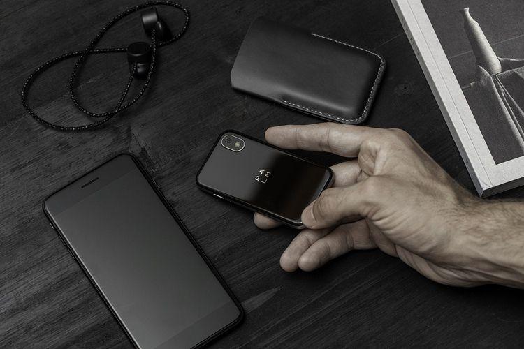 conversation Palm phone designe - minimalissimo | ello