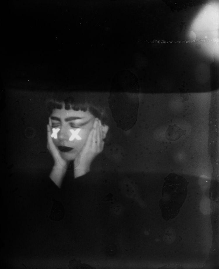 qd je te parle, mal la tête - polaroid - aliceaffre | ello