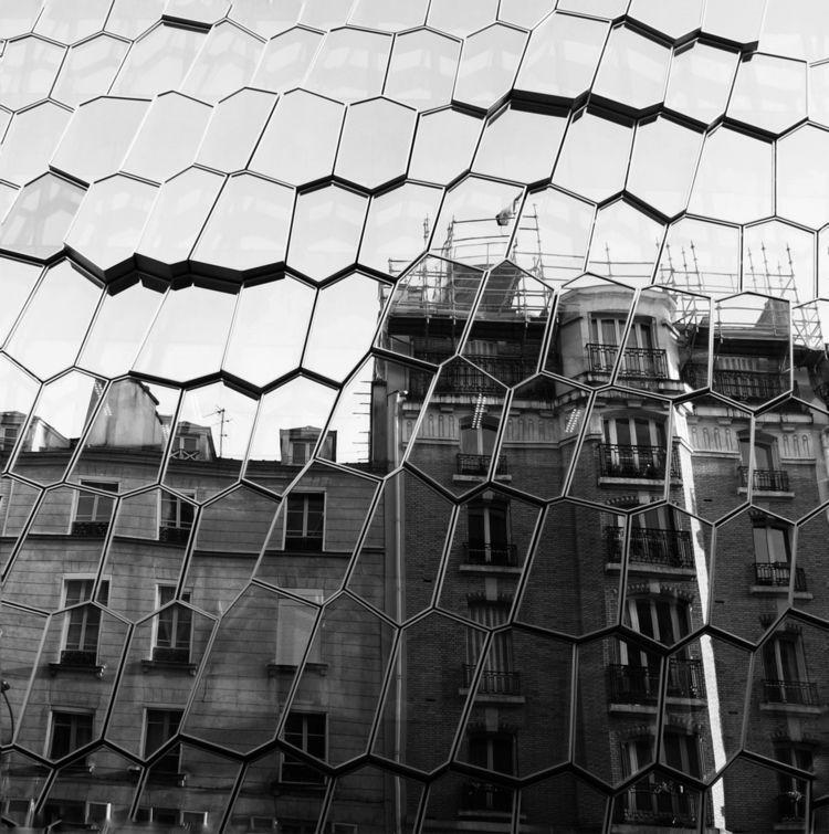 Reflection 🪞 - mirror, architecture - sarah_adsst | ello