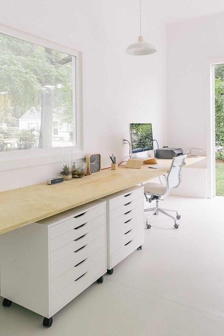 White serene workspace. Studio  - upinteriors | ello