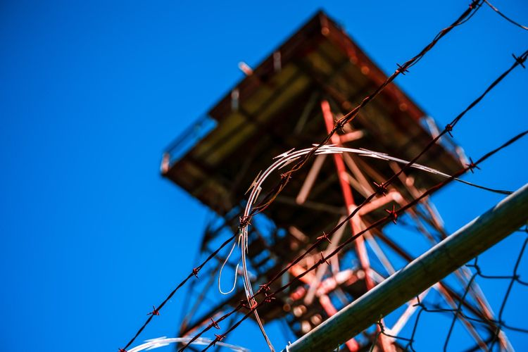 Watch Barbed wire trespassers a - 75centralphotography | ello