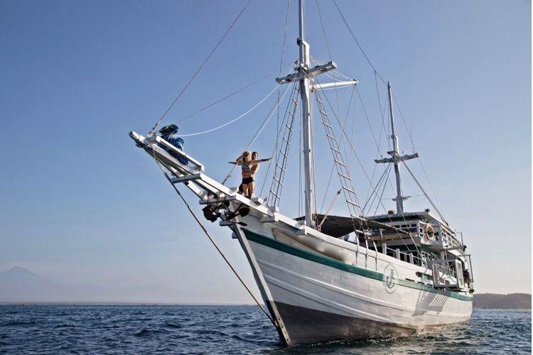 planning rent boat Komodo tour  - yunatakanata | ello