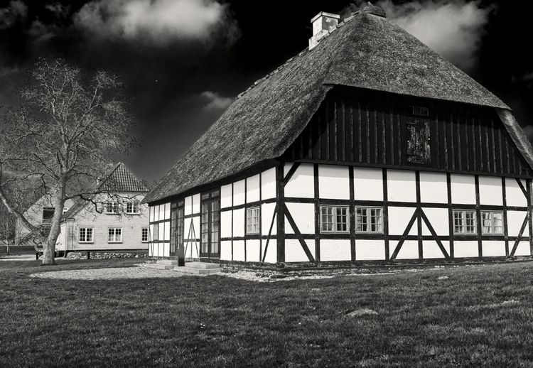 house thatched roof. refers str - janconphotography   ello