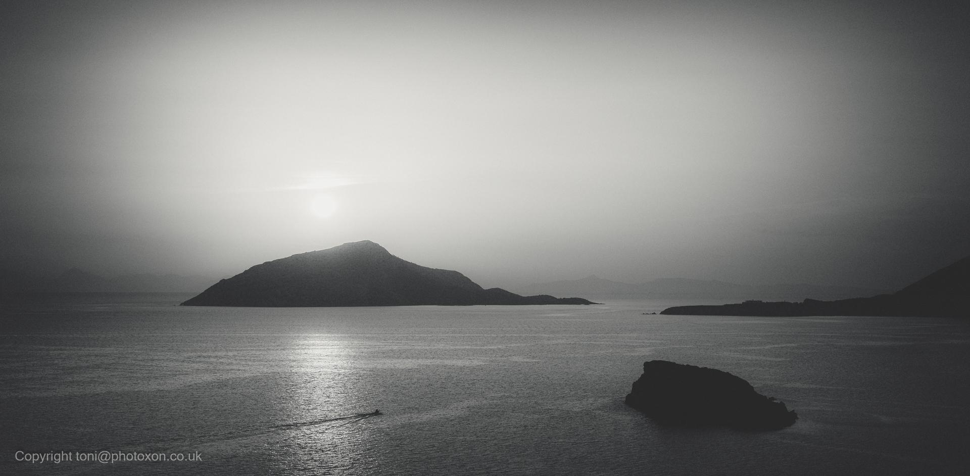 land looked shield, laid misty  - toni_ertl   ello
