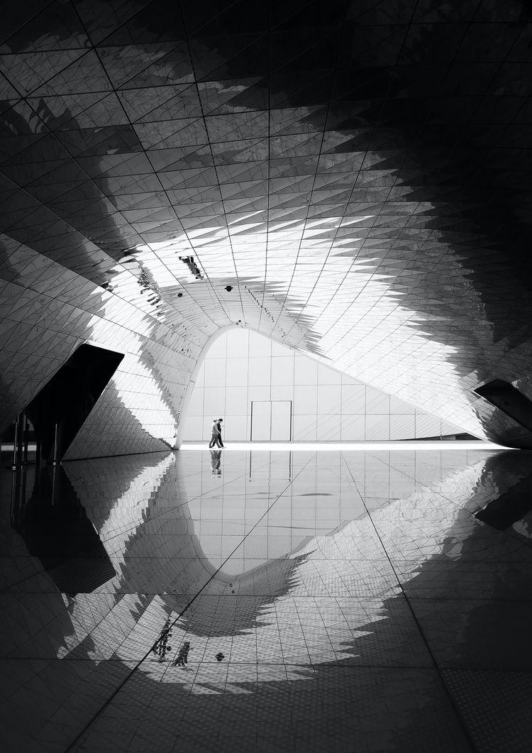 Symmetry Photography Read story - pexels   ello