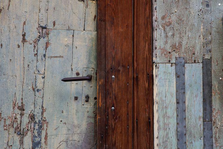Durch diese Tür - photography, dilapidated - marcushammerschmitt | ello