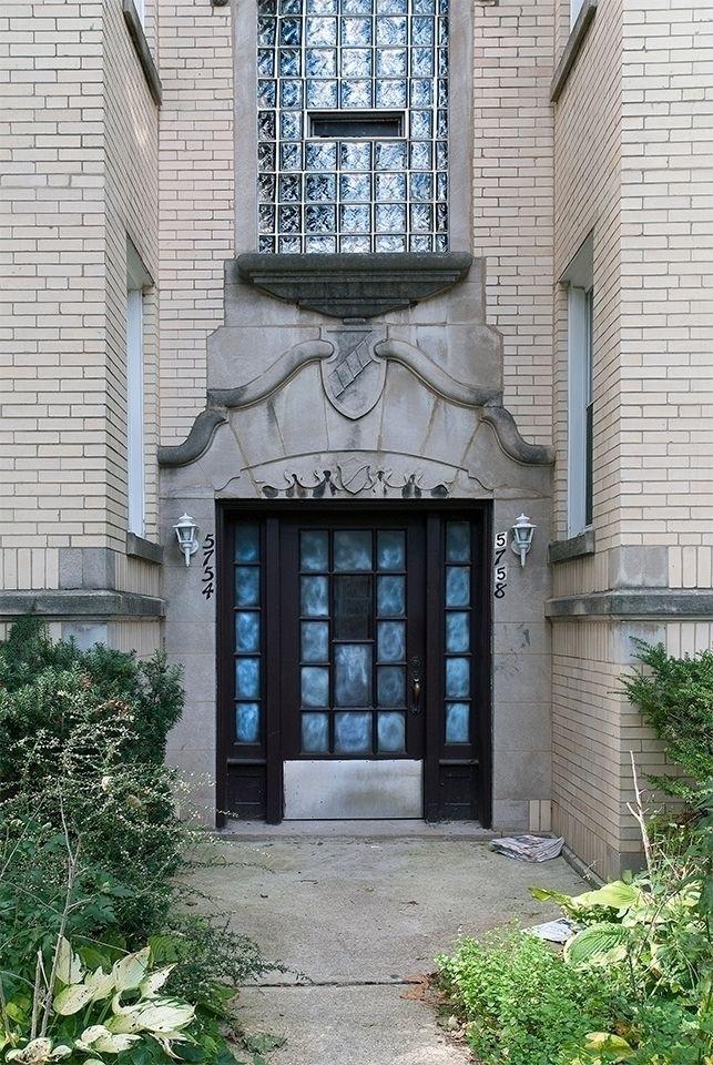 North Artesian Ave. Chicago, Il - photostatguy | ello