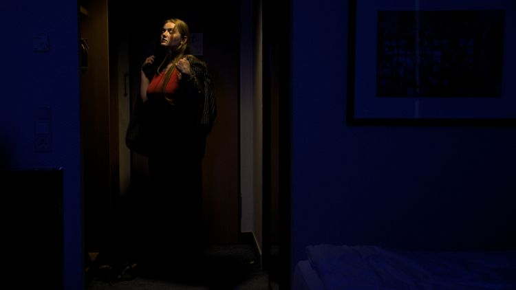 Roberta  - cinematic, portrait, hotel - mtklein | ello
