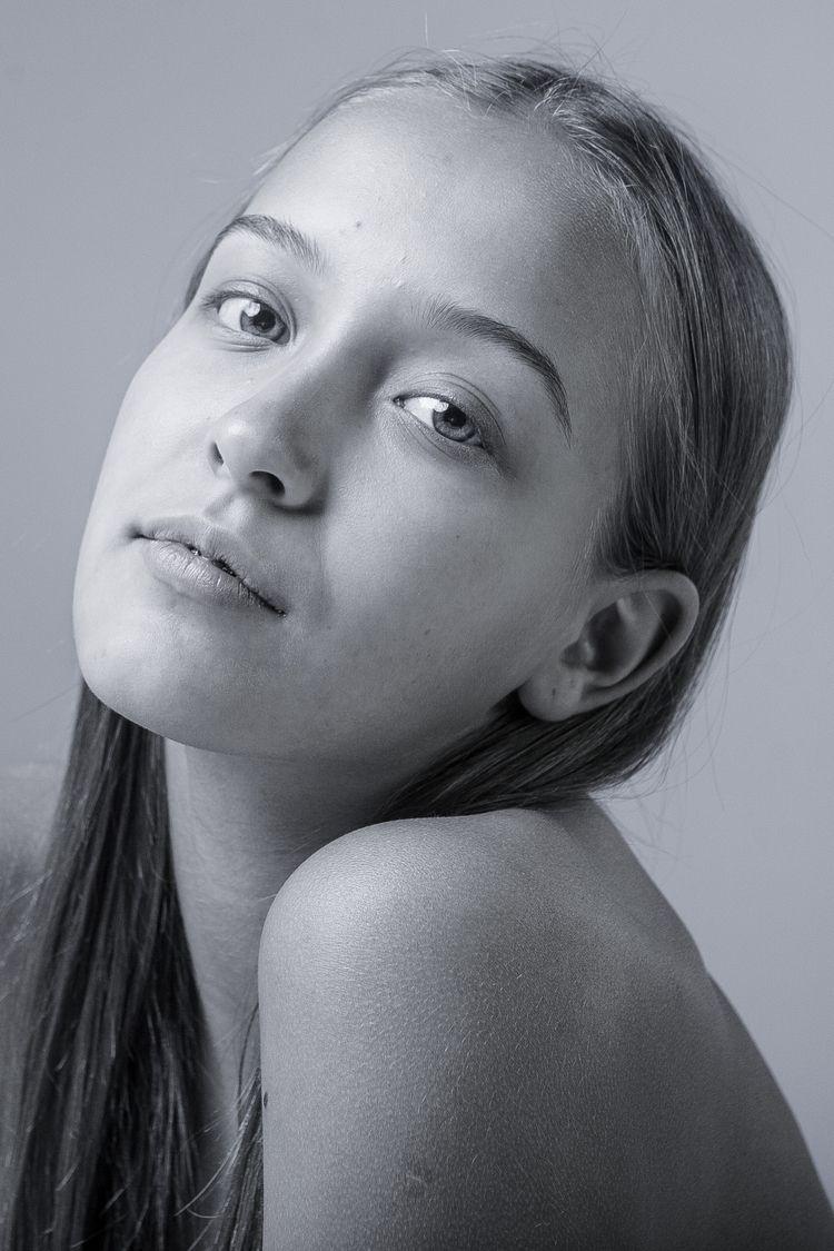 md: Lilya Lenkova - bw, blackandwhite - zokinatif | ello