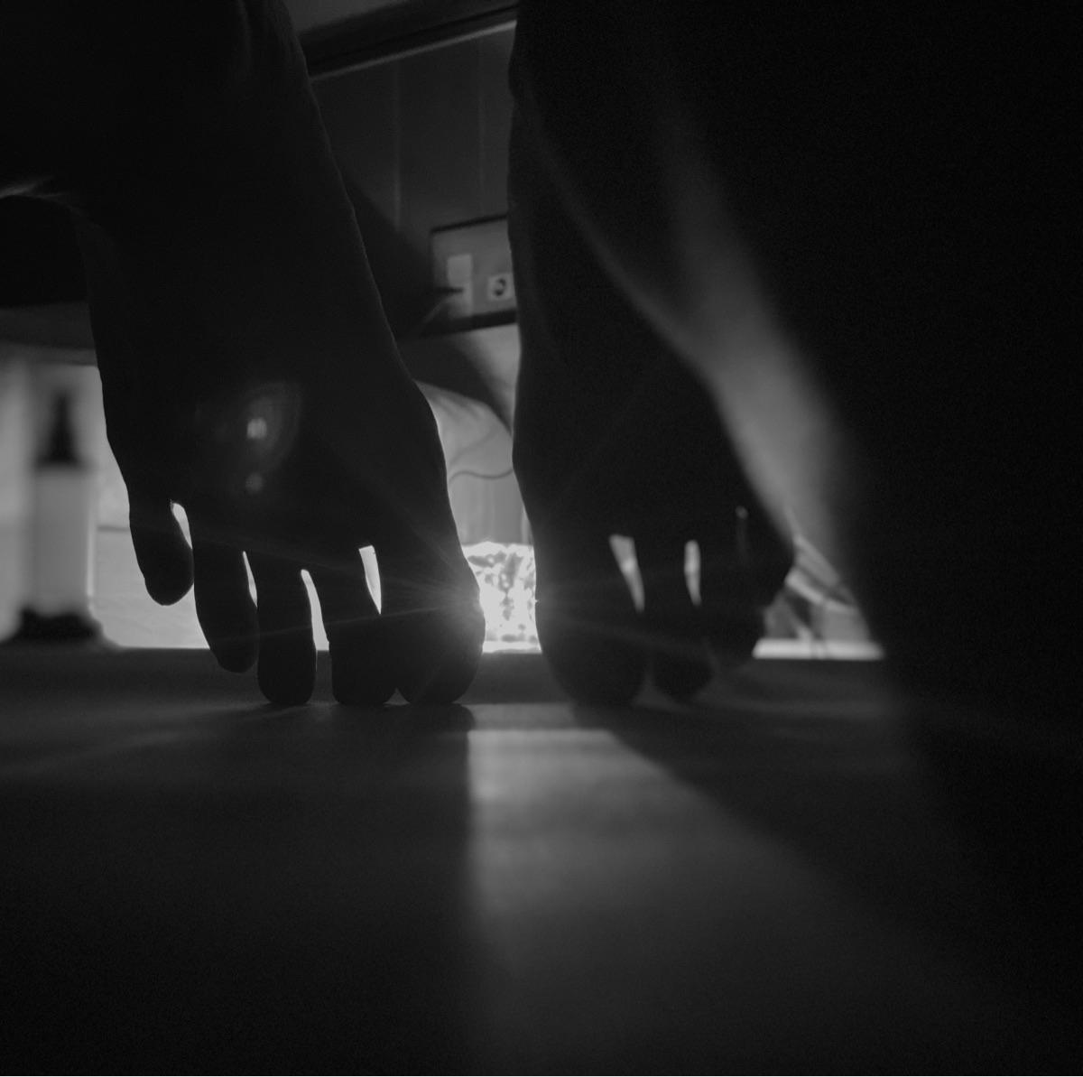 toes - mint-akari   ello