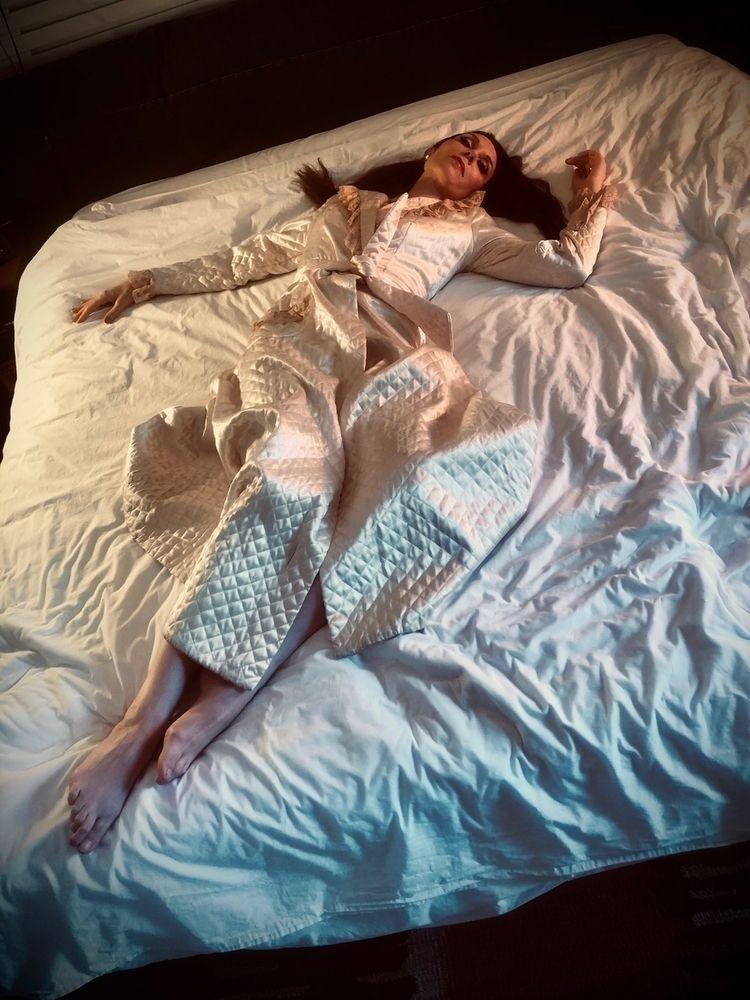stole pillows... DevenGreen.com - devengreen | ello