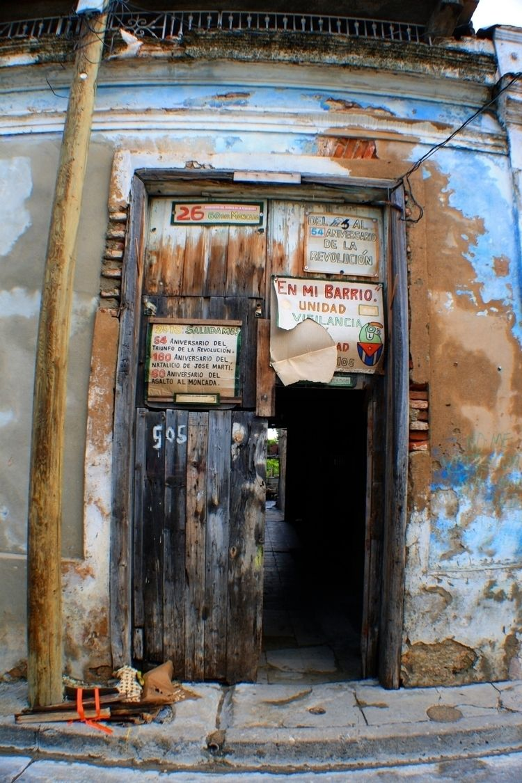 Door 505 | Santiago :copyright - blueskipper | ello