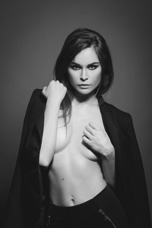 Olivier Lannes (OL4NPhoto ol4n.fr) - Amelie Laguionie (amymodele) - mua Nadège Cuoc (nadegemakeupandnailartist).jpeg