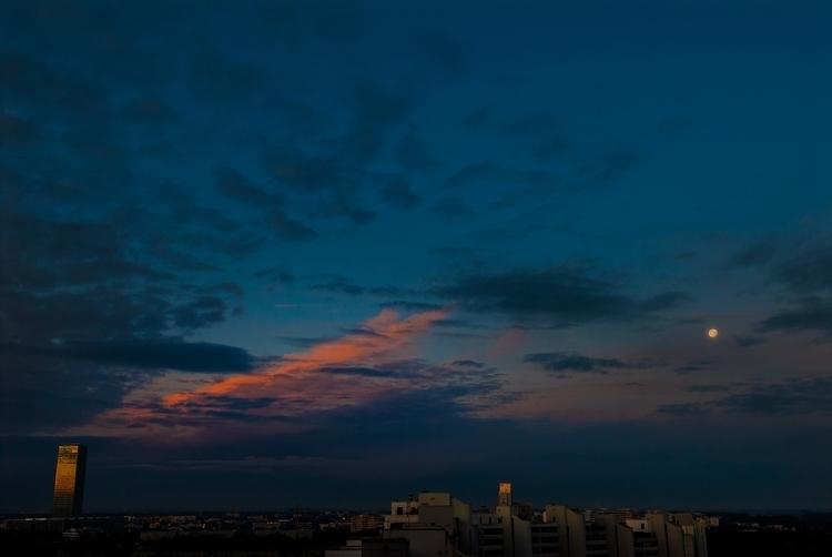 _DSC3039-good-night-moon-Ello-web.jpg