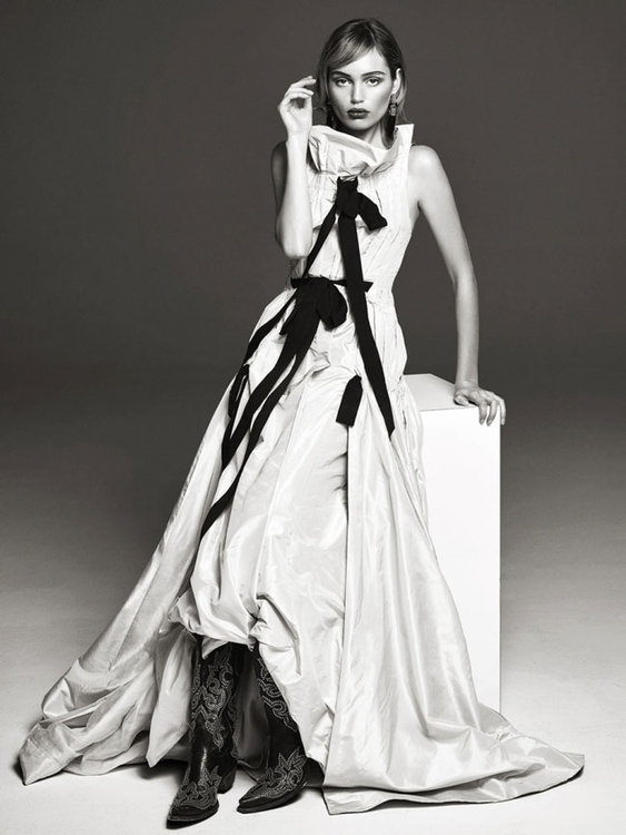 Photography by Bjorn Looss. Fashion editor Carine Roitfeld. Model Staz Lindes. For CR Fashion Book. 2.jpg