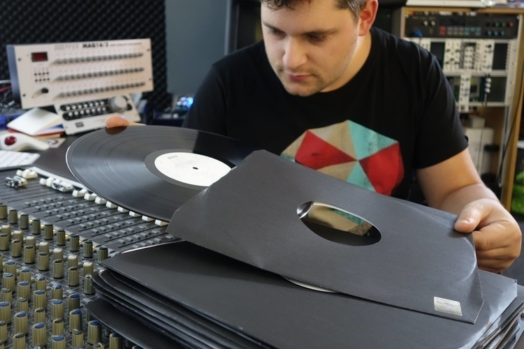 FLASH-Vinyl.jpg