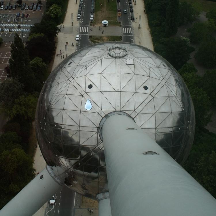Atomium Träne.jpg