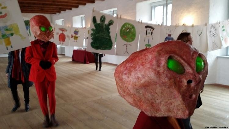 Aliens im Rittersaal.jpg