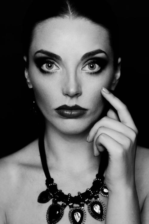Agnieszka Blonka (AgnieszkaBlonkaFotografia) - Edyta Włostowska - mua Patrycja Robakowska (Patii Make-up Artist) - Edith.jpg