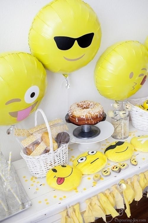 fiesta-emoji-party-partyideas.jpg