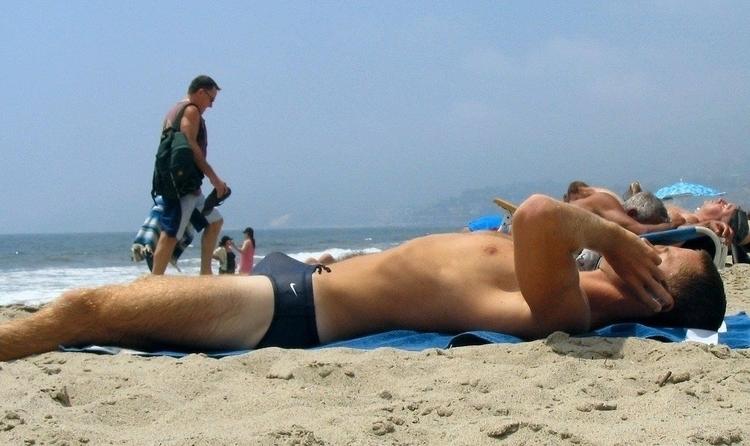 у мужчины встал на пляже провести отпуск