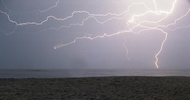 Lightning. Assateague State Par - vuja-dav | ello