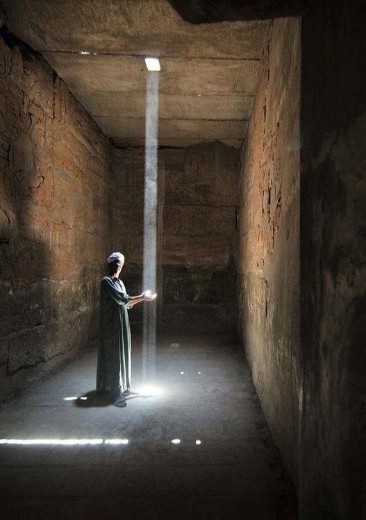 Lluvia de Luz Templo Karnak - okamika   ello