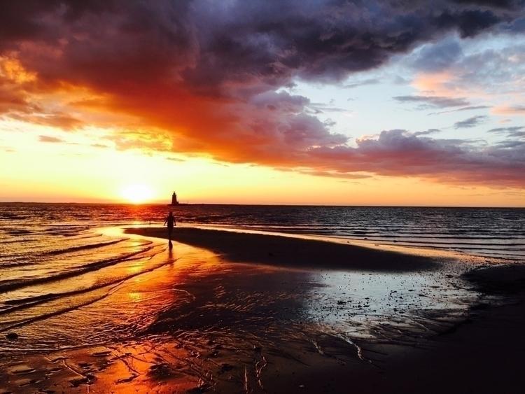 Beautiful fire & ice sunset - meganttaylor   ello