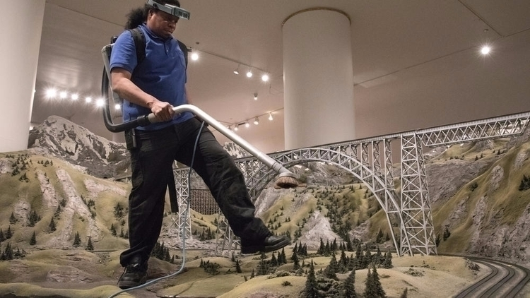 Meet man train set track Museum - chicagotribune | ello